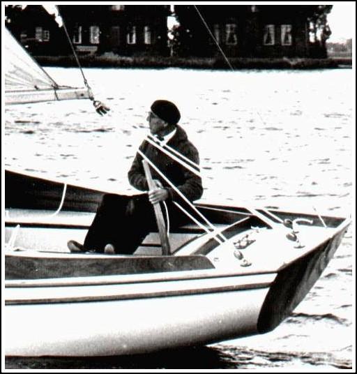 1955 Weekender 533 aan het roer Hali